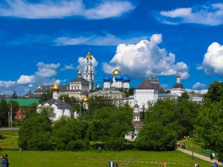 Photo pour La Sainte Trinité-Serge Lavra - le plus grand monastère orthodoxe masculin Russie stauropégique (Église orthodoxe russe), situé dans le centre de la ville de Sergiev Posad . - image libre de droit