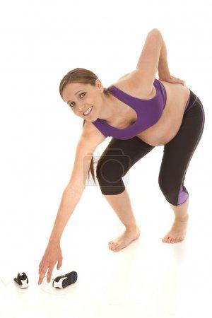 Photo pour Une femme enceinte est pencher dans la douleur. - image libre de droit