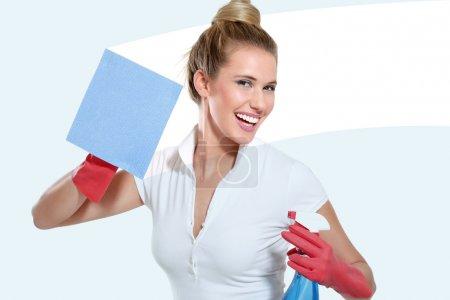 Photo pour Jeune femme au foyer nettoyage sur fond blanc - image libre de droit