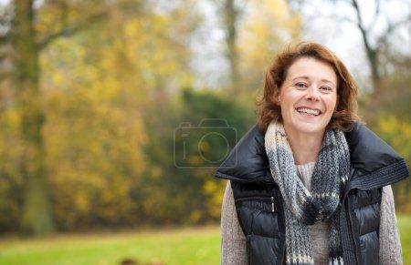 Photo pour Belle dent sourire d'une femme heureuse - image libre de droit