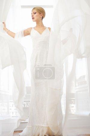 Beautful Bride in White Wedding Dress