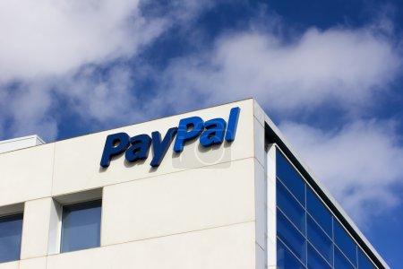 Photo pour Siège social PayPal Signer. PayPal est une entreprise internationale de commerce électronique qui permet d'effectuer des paiements et des transferts d'argent via Internet. . - image libre de droit