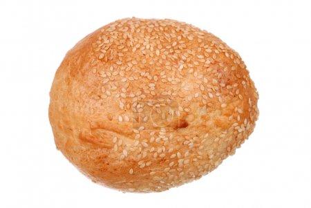 Photo pour Un pain frais graines de sésame isolé sur blanc - image libre de droit