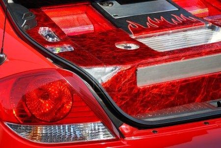 Photo pour La vue arrière de la voiture moderne rouge - image libre de droit