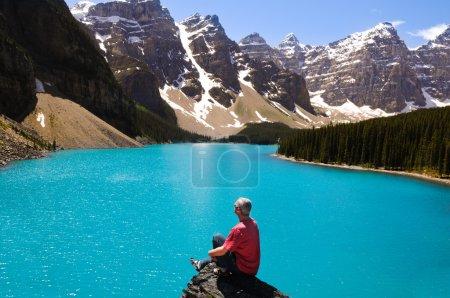 Photo pour Lac bleu et une montagne au canada - image libre de droit