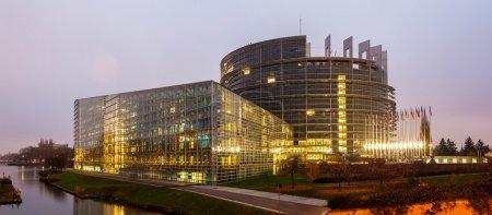 """Photo pour Immeuble """"Louise Weiss"""" du Parlement européen à Strasbourg, Alsace, France - image libre de droit"""