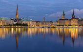 Centrum města Hamburku nad jezerem