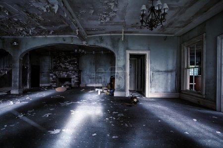 opuszczony-dom-wnetrze