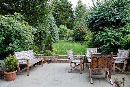 Photo pour Meubles de jardin, terrasse et jardin dans une maison en anglais - image libre de droit