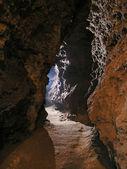 Galerie v jeskyni zvýrazněny modře