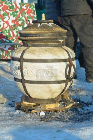 Photo pour Pot d'argile forgé - image libre de droit