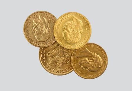 Photo pour Pièces d'or anciennes - image libre de droit