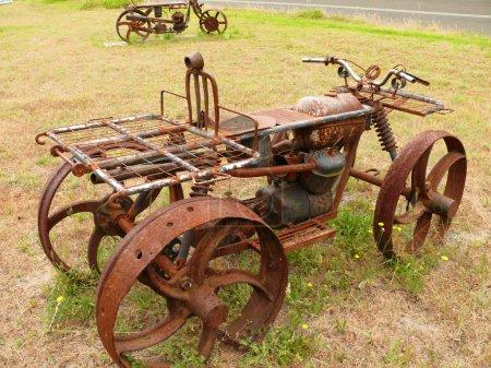 Photo pour Modèle amusant et rouillé de moto (quadrocycle). Australie occidentale, près de Albany . - image libre de droit