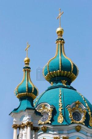 Photo pour Dômes de l'églises chrétiennes sur bleu - image libre de droit