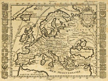 Photo pour Carte de l'europe, encadré par les emblèmes nationaux. peut être datée du début du xviii s - image libre de droit