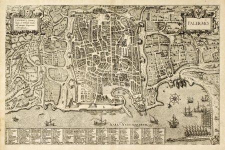 Photo pour Antique carte de Palerme, la principale ville de la Sicile. la carte peut être datée du XVIIe siècle et porte 162 points numérotés pour la description des lieux - image libre de droit