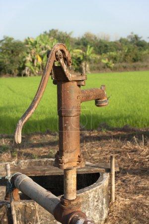 Photo pour Pompe à eau Vintage - image libre de droit