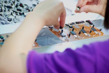 Worker made assembling electronic device