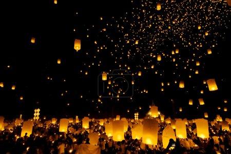 Photo pour Fête de la lanterne flottante à Chiangmai, Thaïlande - image libre de droit