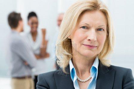 Portrait de femme d'affaires senior