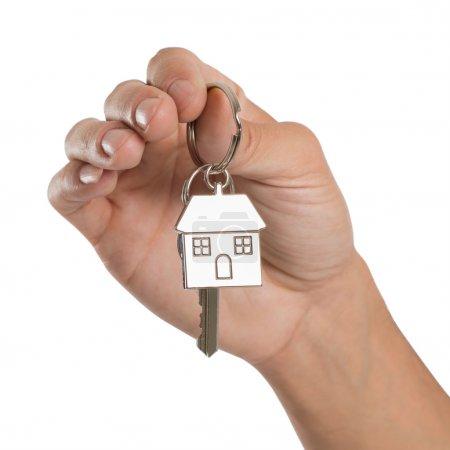 Main tenant clé maison