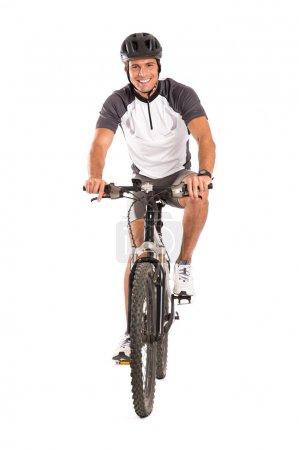 Photo pour Portrait de jeune cycliste masculin sur vélo isolé sur fond blanc - image libre de droit