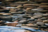 řeka postel kameny