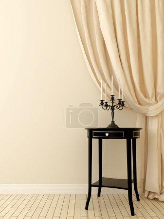 Photo pour Composition élégante de la table classique noire et rideaux beige doux monochrome sur un fond clair . - image libre de droit