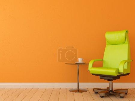 Photo pour Chaise de bureau confortable avec table crée une composition contrastée contre un mur orange, qui peut être utilisé pour le fond - image libre de droit
