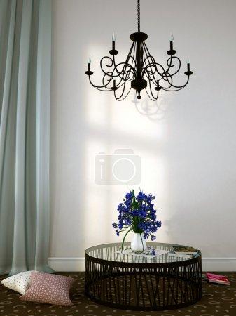 Photo pour Composition intérieure de lustres luxueux suspendus sur la table avec des fleurs - image libre de droit