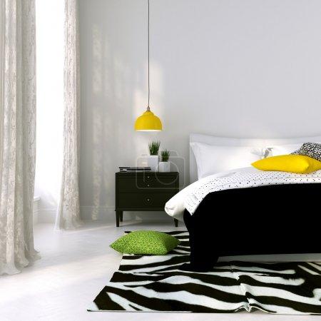 Photo pour Chambre en noir et blanc avec la lampe jaune et coussins colorés - image libre de droit