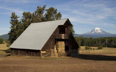 Hay Barn Ranch Countryside Mount Adams Mountain Farmland Landsca