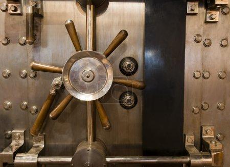 Huge Inenetrable Vintage Bank Vault Massive Handle Combination Dial