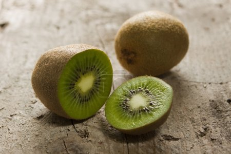 Cut into slices of kiwi