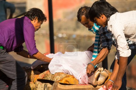 People during the cremation ceremony along the Bag...
