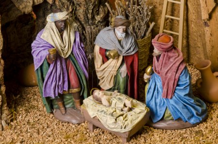 Photo pour Crèche de Noël. adoration des rois mages. enfant Jésus en premier plan. - image libre de droit