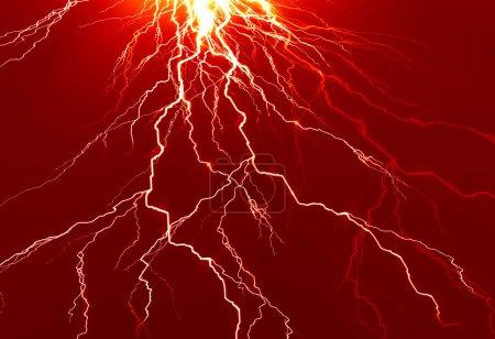 Photo pour Étincelle électrique lumineuse sur un fond rouge foncé - image libre de droit