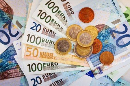Photo pour Argent du portefeuille, salaire en euro - image libre de droit