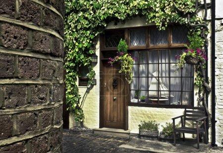 Photo pour Front de belle maison dans une des écuries cosy de Londres. - image libre de droit