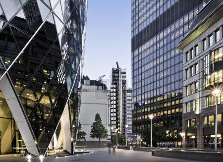 Photo pour Skysrcapers célèbre dans le quartier financier de Londres - image libre de droit