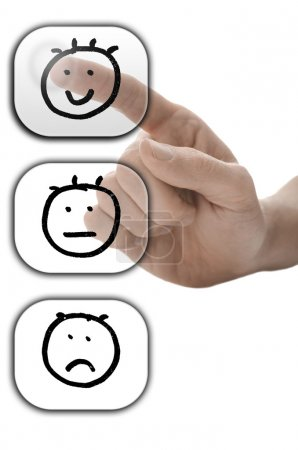 Photo pour Mâle main choisir visage souriant sur formulaire de satisfaction client sur l'écran virtuel. - image libre de droit