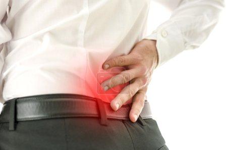 Detalle del hombre que sufre de dolor de espalda