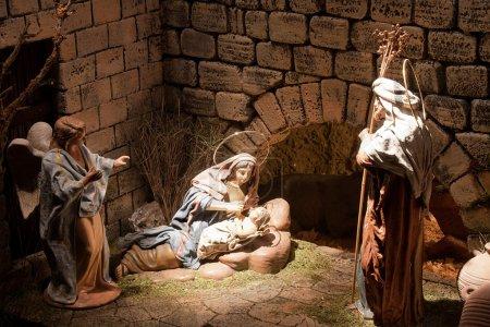Photo pour Chinchilla de Montearagón - 30 décembre : une scène de Jésus christ de Noël crèche dans le chinchilla de belen, le 30 décembre 2011 au chinchilla de Montearagón, Espagne - image libre de droit