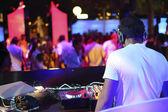 DJ bei der Arbeit in einem club