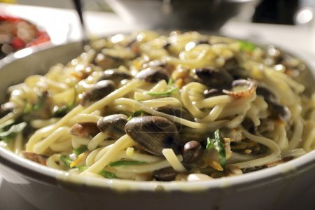 Linguini and clams with vegetables