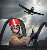 Gyönyörű lány a pilótafülke egy vintage sík. a sekély dof közelről