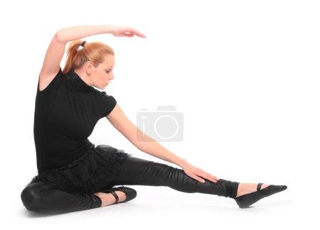 Photo pour Belle fille dansante sur fond blanc . - image libre de droit