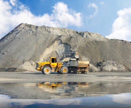 Photo pour La chargeuse-pelleteuse dans une mine . - image libre de droit