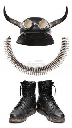 Retro-Helm mit langen Hörnern und anderer unverzichtbarer Ausrüstung für Biker.