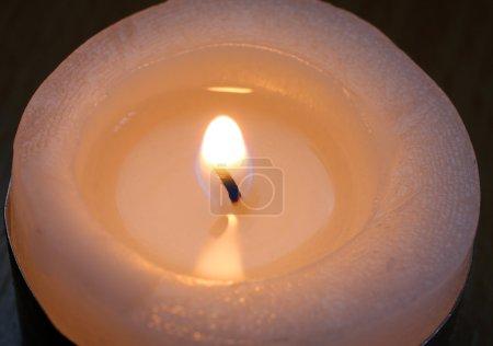 Photo pour Flamme de la bougie - gros plan - image libre de droit